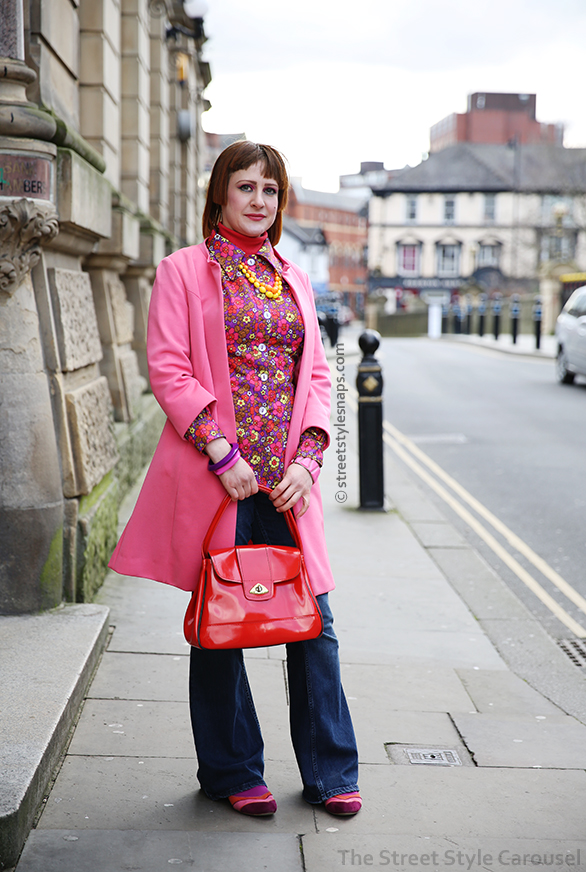 the-street-style-carousel-snaps-vintage-retro-1960s-1970s-colourful-bright-bold-make-up-pink-blue-floral-flared-jeans-
